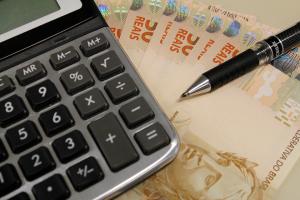 dinheiro_calculadora-960x640