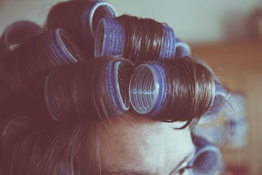 curlers-curly-hair-female-112782.jpg